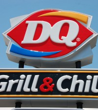 Dairy_Queen_Grill_&_Chill_sign